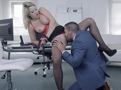 Chesty darling Sienna Day gets her needs met in rub-down the office